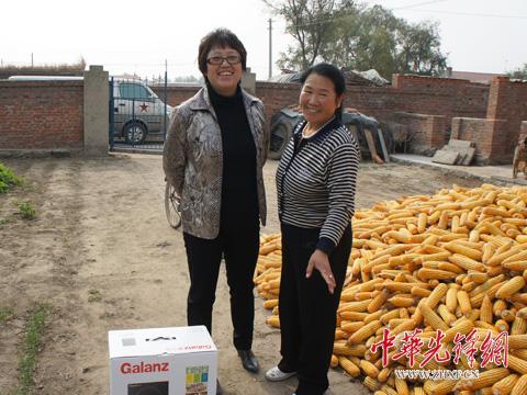 工地妇女穿雨鞋图片