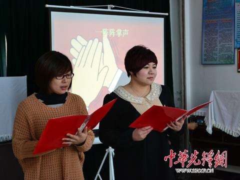 """学习雷锋""""诗歌朗诵会,传播雷锋精神.   多名会员与社区"""