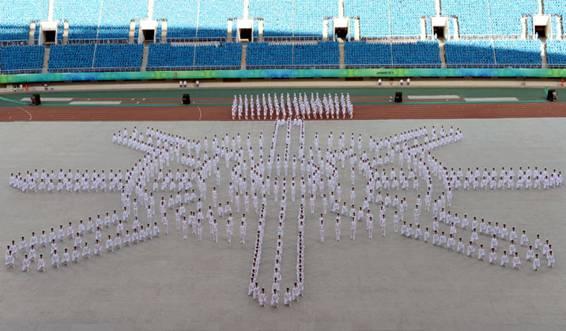 开幕式上的队列操展示.新华社记者韩瑜庆摄图片