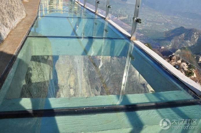 凤凰山玻璃栈道 和水泥栈道
