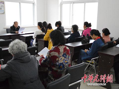 """盘锦市团结社区召开""""两学一做""""""""动员+承诺""""党员大会"""