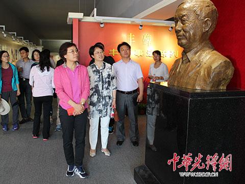 省妇联机关全体党员参观毛丰美先进事迹陈列室