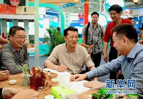 http://news.xinhuanet.com/comments/2017-06/15/1121141208_14974296900621n.jpg